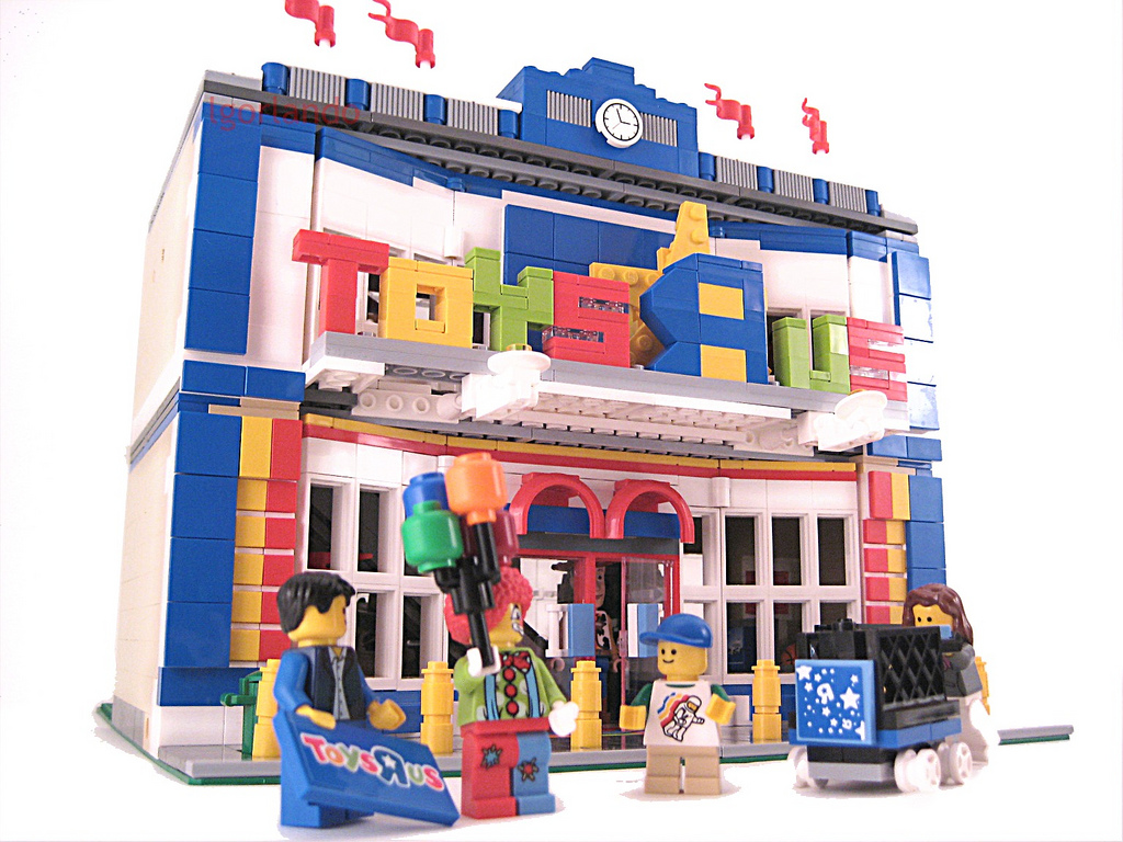 Lego Building Toys : Building a toysrus in my town modular life